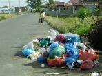 sampah-menumpuk-di-pasar-induk-bireuen.jpg
