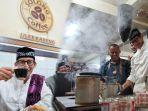 sandiaga-salahuddin-uno-menikmati-kopi-di-solong-cafee-ulee-kareng-banda-aceh.jpg