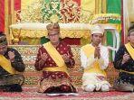 sandiaga-uno-mengikuti-upacara-adat-tepung-tawar_20180905_170559.jpg