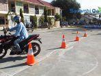 satlantas-polres-bireuen-praktekkan-safety-riding-di-sman-2-bireuen.jpg