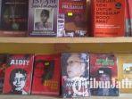 sejumlah-judul-buku-beraliran-kiri-yang-telah-diamankan-petugas.jpg
