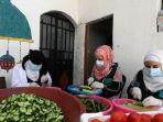 sejumlah-perempuan-persiapkan-makanan-di-suriah.jpg