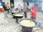 sejumlah-warga-sedang-memasak-kuah-beulangong_20180211_092646.jpg
