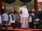 sekretaris-daerah-aceh-memimpin-upacara-hari-santri-nasional-di-asrama-haji-embarkasi-aceh.jpg