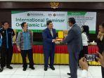 seminar-internasional-hukum-islam_20171016_132325.jpg