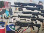 senjata-api-milik-anggota-kkb-papua-yang-disita-tni.jpg