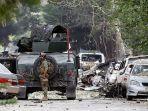 seorang-anggota-pasukan-keamanan-afghanistan-terlihat-sedang-berjaga-jaga.jpg