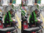 seorang-driver-ojek-online-ojol-sedang-membaca-alquran.jpg