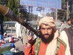 seorang-pejuang-taliban-memegang-granat-berpeluncur-roket-rpg-di-herat.jpg