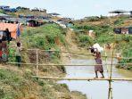 seorang-pengungsi-rohingya-berjalan_20170925_110520.jpg