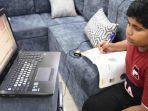 seorang-siswa-belajar-secara-virtual-di-arab-saudi.jpg