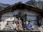 seorang-wanita-bernama-rajo-dan-anaknya-saat-bersama-dengan-5-suaminya.jpg