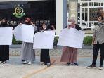 serikat-mahasiswa-nasional-indonesia-berdemo-di-depan-gedung-kejaksaan-negeri-kejari-lhokseumawe.jpg