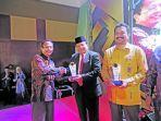 sertifikat-serambi-award-2020-kepada-rektor-universitas-islam-negeri-uin.jpg