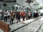 shalat-jamaah-di-masjid-raya-baiturrahman-mulai-berjarak.jpg