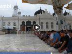 shalat-jumat-di-masjid-raya-baiturrahmah-di-tengah-wabah-corona.jpg