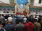 shalat-khususf-di-masjid-oman.jpg