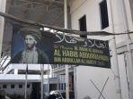 spanduk-bertuliskan-maqam-habib-abdurrahman-bin-abdullah-al-habsyi.jpg