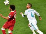 striker-liverpool-mohamed-salah-kiri-dikejar-oleh-bek-real-madrid-sergio-ramos_20180527_094348.jpg