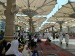 suasana-jumatan-di-bagian-luar-masjid-nabawi.jpg