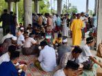 suasana-masjid-jamik-baitul-mawa-gp-pante-lhok-kaju-menyediakan-khanduri-apam.jpg