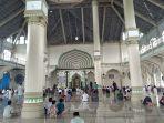 suasana-menjelang-pelaksanaan-shalat-jumat-di-masjid-baiturrahim-desa-pasar-kecamatan-singkil.jpg