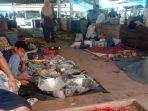 suasana-pasar-inpres-tapaktuan-kabupaten-aceh-selatan-selasa-642021.jpg