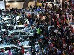 suasana-pengunjung-indonesia-international-motor-show-iims-2018.jpg