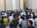 suasana-shalat-jumat-perdana-di-masjid-agung-baitul-ghafur.jpg