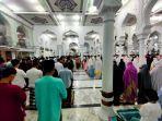 suasana-shalat-tarawih-di-dalam-masjid-raya-baiturrahman-banda-acehkamis-2342020.jpg