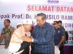 susilo-bambang-yudhoyono-sby-bersalaman-dengan-ulama-kharismatik-aceh-tgk-h-usman-ali.jpg