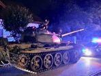 tank-t-55-era-uni-soviet-yang-dikemudikan-pria-mabuk.jpg