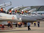 teknisi-sedang-menyiapkan-pesawat-sukhoi-milik-tni-angkatan-udara_20181008_114309.jpg