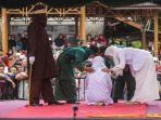 terdakwa-untuk-eksekusi-hukuman-cambuk-di-halaman-masjid_20170321_082436.jpg
