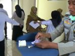 tim-panselda-cpns-kabupaten-madiun-melakukan-pemeriksaan-terhadap-peserta-tes_20181107_171150.jpg