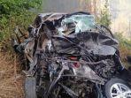 toyota-avanza-bernomor-polisi-b-157-nik-yang-terlibat-kecelakaan-dengan-bus-rosalia-indah.jpg