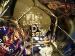 trofi-ballon-dor-memunculkan-foto-neymar-jr-kiri-cristiano-ronaldo-tengah-dan-lionel-messi_20171113_161458.jpg