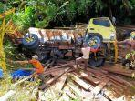 truk-kayu-terjungkal-di-lintasan-geumpang.jpg