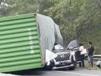 truk-kontainer-timpa-mobil-bos-indomaret.jpg