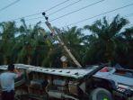 truk-tabrak-tiang-listrik-di-aceh-tamiang_20180812_153039.jpg