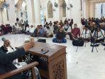 tu-sop-jeunieb-tausyiah-di-masjid-agung-bireuen-kamis-14012021-malam.jpg