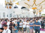 umat-islam-melaksanakan-shalat-idul-adha-1439_20180824_095049.jpg