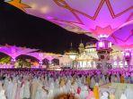 umat-islam-melaksanakan-shalat-tarawih_20180517_111037.jpg
