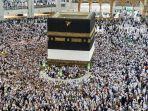umat-muslim-berkeliling-di-sekitar-kabah-di-masjidil-haram_20180819_082222.jpg