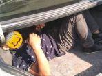 usaha-melewati-petugas-gagal-ibu-kedapatan-menyembunyikan-anak-tiri-dalam-bagasi-mobil.jpg