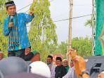 ustaz-abdul-somad-berceramah-di-lapangan-upacara.jpg