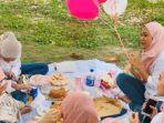 viral-terlalu-asik-tertawa-merayakan-ultah-hadiah-gadis-ini-melayang-bersama-balon.jpg