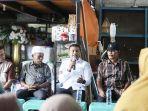 wakil-ketua-dpra-safaruddin-ssos-msp-saat-berbicara-dengan-nelayan-di-ppi-ujung-serangga.jpg