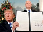 wakil-presiden-mike-pence-berdiri-di-belakang-presiden-amerika-serikat-donald-trump_20171208_140425.jpg