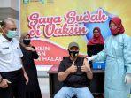 wali-kota-sabang-nazaruddin-sikom-menerima-vaksin-tahap-pertama.jpg